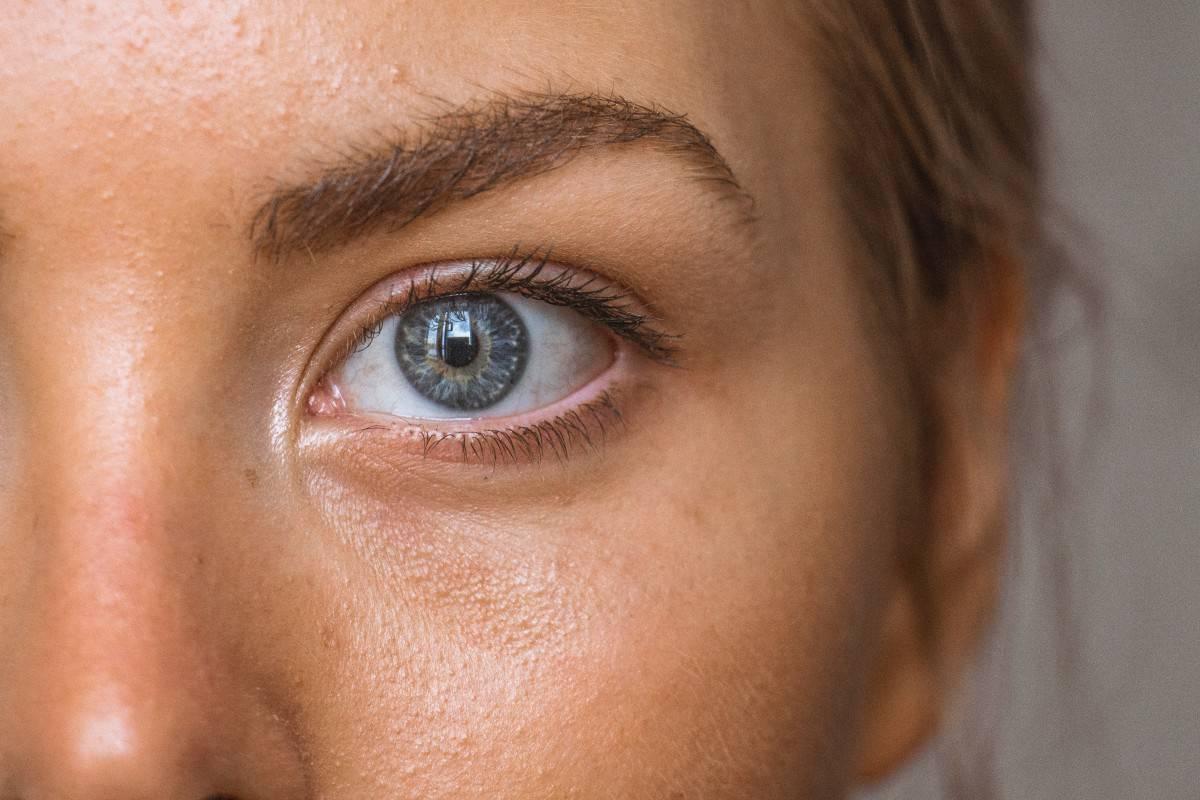 A close up shot of somebody's eye